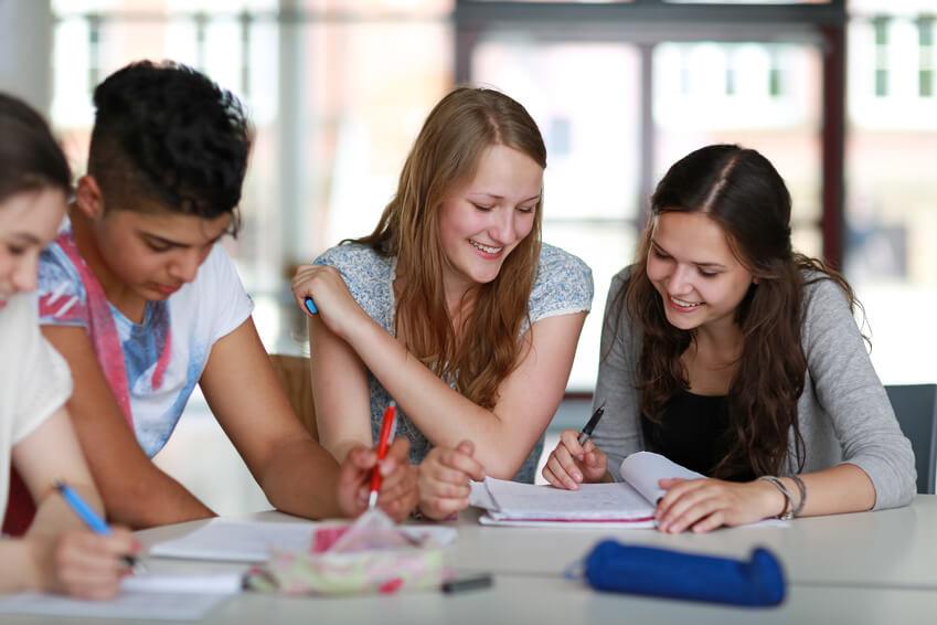 Schüler lernen für die Fachhochschulreife
