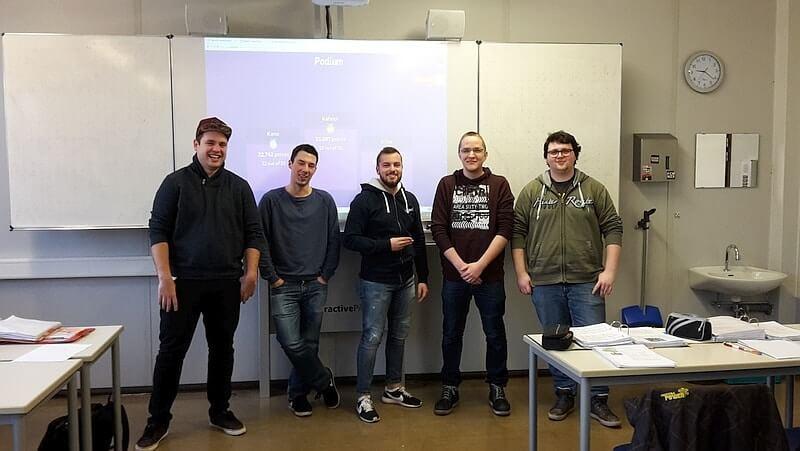 Schüler der Friedrich-Fischer-Schule beim Kahoot im Unterricht